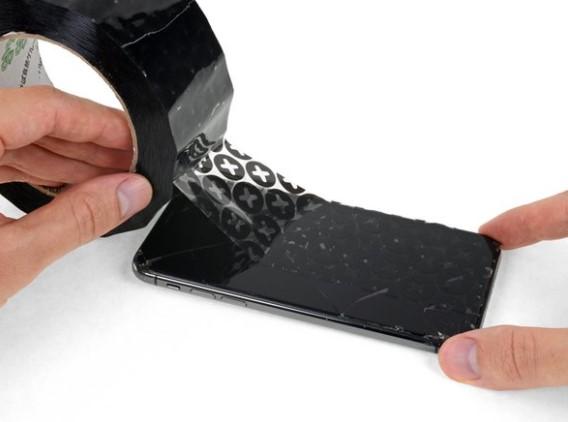 چسب زدن روی صفحه نمایش آیفون 11