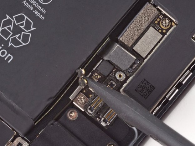تعمیر مین برد iPhone 7